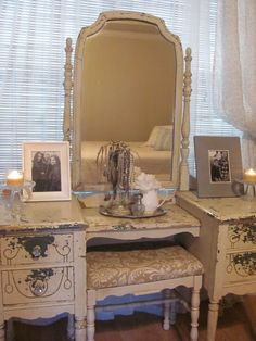 I want this style for my bedroom for sure. Gotta try this with my two night stands to expand my vanity.