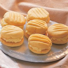 ​A variation on the melting moment with a lovely sweet custard flavoured filling. Delicious Cookie Recipes, Best Cookie Recipes, Yummy Cookies, Baking Recipes, Mini Cookies, Custard Biscuits, Milk Biscuits, Welsh Cakes Recipe, Welsh Recipes