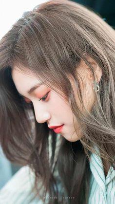 Imgur Post - Imgur Kpop Girl Groups, Kpop Girls, Korean Girl Groups, Korean Ulzzang, Ulzzang Girl, K Pop, Korean Beauty, Asian Beauty, Jung Chaeyeon