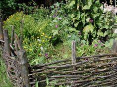 Voici nos exemples pour un banc de jardin. | Garden seat, Gardens ...