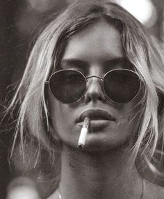 """""""There was a messy sort of undone beauty about her. I tell you, she was dazzling. She wasn't sculpted to perfection. Black And White Aesthetic, Black N White, Cat Eye Colors, Estilo Rock, Photo D Art, Foto Pose, Girl Smoking, Sunglass Frames, Latest Fashion For Women"""
