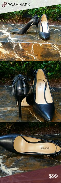 Michael kors black lether pumps with tassels 6M My girlfriend  shoes same as Torry Burch ones I posted she only worn them twice excellent  condition don't see any scraches tassels  in the back  with  dark  metal accent  that has Michael  kors lettering  very elegant Micheal Kors Shoes Heels