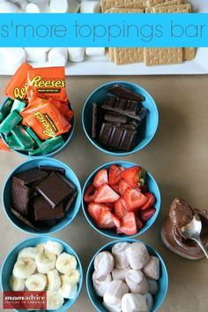 Summer Party Fun: How to Host a S'more Toppings Bar Party - MomAdvice Diy Spring, S'mores Bar, Summer Parties, Summer Kids, Sweet Tooth, Sweet Treats, Yummy Food, Favorite Recipes, Snacks