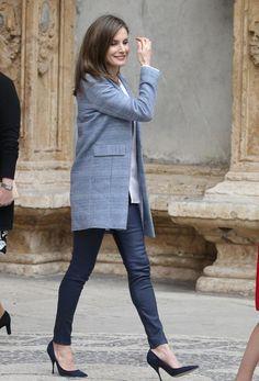 Reina  Letizia saliendo de la catedral de Palma. 16.04.2017