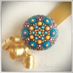 Stone Mandala, Color Ball, gift de LionaHotta en Etsy https://www.etsy.com/es/listing/551290296/stone-mandala-color-ball-gift