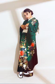 """オシャレ女子のリアルトレンド。""""ビンテージ振袖""""の魅力って? #vintage #furisode #model #fashionphoto #japanesestyle #kimono #yumiraika #前撮り #写真館 Furisode Kimono, Yukata, Japanese Costume, Japanese Kimono, Traditional Fashion, Traditional Outfits, Weird Fashion, Daily Fashion, Kabuki Costume"""