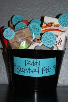 Jared's Daddy Survival Kit hammers for fathers day, grandparents birthday crafts, prek mothers day crafts Diy Gifts For Dad, Gifts For New Parents, Daddy Gifts, Parent Gifts, Shower Bebe, Baby Boy Shower, Baby Shower Gifts, First Fathers Day Gifts, Fathers Day Crafts