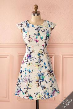 Comme le magnolia en fleurs, elle est grandiose et éblouissante! Like the magnolia tree, she is majestic and fabulous! Ivory colorful floral print jacquard dress www.1861.ca