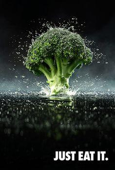 Reclamecampagne Big Bang Broccoli : Het is een alarmerende trend: mensen eten te veel zout, suiker en vet en te weinig... precies: Broccoli! Kijk eens om je heen, in onze straten, op stations en zelfs bij sportevenementen worden we omringd door slimme voedselcampagnes. Ze proberen ons allemaal eten te laten eten dat helemaal niet zo gezond is. Om te laten zien dat het ook anders kan start FoodGuerrilla een grassroots campagne voor de broccoli!