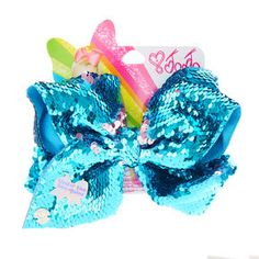 This fab Jojo Siwa Under the Sea-Quins hairbow has reversible sequins, change from Blue to Pink instantly by sliding your hands across the sequins, comes attached to a metal salon clip for easy wear. Jojo Hair Bows, Jojo Bows, Frozen Gift Bags, Kids Toy Shop, Disney Characters Costumes, Jojo Siwa Bows, Jojo Siwa Birthday, Unicorn Fashion, Kids Makeup