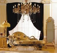 Shiny Gold Chandelier With Retro Sofa And Vintage mirroe Gold Interior, Luxury Homes Interior, Home Interior Design, Interior Decorating, Classic Interior, Luxury Sofa, Luxury Living, Luxury Furniture, Wood Furniture
