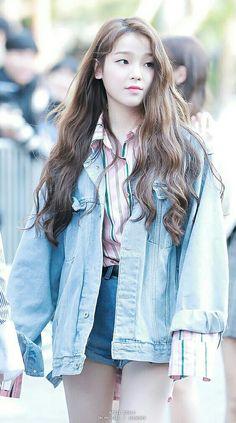 Seung heeさん。可愛い!/Hyun Seung Hee - Oh My Girl (Seunghee) Kpop Girl Groups, Korean Girl Groups, Kpop Girls, Kpop Fashion, Korean Fashion, Girl Fashion, Oh My Girl Seunghee, Kpop Mode, Girls Twitter