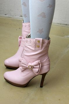 a446b8947a02 Pink Boots, Purple Shoes, Green Shoes, Dior Nails, Kinds Of Shoes,