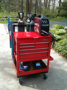 Welding cart with toolbox (didn't know whether to pin it under welding or this) xD Welding Gear, Welding Shop, Welding Equipment, Diy Welding, Welding Table, Metal Welding, Welding Projects, Welding Rigs, Metal Tools