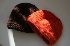 Double Knitting (with free pattern): I knit these two hats in one night. It's a very, very, very basic pattern (suitable for a first knit in the round project!) and fits newborns.