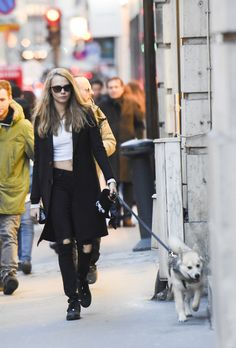 Cara Delevingne flashes her incredibly taut tummy in Paris with sister Poppy and adorable pup Leo Cara Delevingne Style, Burberry, Bae, Airport Style, Airport Fashion, Outfit Combinations, Mannequin, Supermodels, Vogue