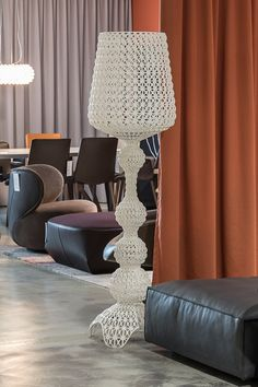 #reiterdesign #architektur #designklassiker #möbeldesign  #scandinaviandesign #nordicdesign #wohnmöbel #sitzmöbel #modular #designkonzept #design #interiordesign Interiordesign, Showroom, Interior Decorating, Table Lamp, House Design, Lighting, Inspiration, Furniture, Home Decor