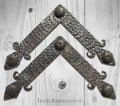 For accenting your sliding barn door, here's a pair of hand wrought metal L brackets in an ornate antique design. Industrial Wall Art, Industrial Farmhouse Decor, Vintage Industrial, Antique Iron, Vintage Iron, Sliding Barn Door Hardware, Antiques, Pairs, Metal