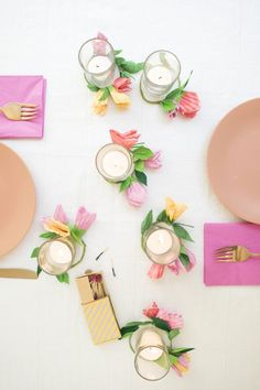 DIY - Cupcake bloemenkrans- table setting- table decor- idee tafel styling-garland from cupcake papers- flower garland Mason Jar Crafts, Mason Jar Diy, Diy Flowers, Paper Flowers, Tulle Flowers, Diy Paper, Paper Crafts, Diy Fleur, Diy Inspiration