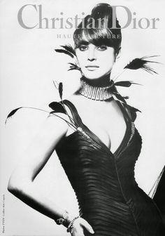 Christy Turlington for Christian Dior Haute Couture 1994 Vintage Dior, Christian Dior Vintage, Vintage Fashion, Fashion Cover, Fashion Art, Fashion Portraits, Fashion Through The Decades, High Fashion Photography, Dior Addict