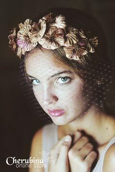 Toucados birdcage para convidadas de Cherubina. #casamento #convidadas #acessorios #toucados #birdcage #flores
