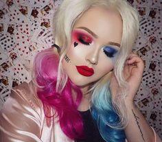 Want to be rock the infamous Harley Quinn hairstyle? Take your inspiration from our gallery where we've rounded up the best Harley Quinn hairstyles, now. Queen Makeup, Glam Makeup, Harely Quinn Makeup, Maquillaje Harley Quinn, Joker Make-up, Maquillage Black, Helloween Make Up, Harley Queen, Nikkie Tutorial