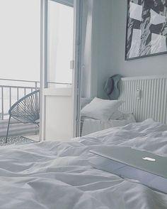 Almost Black & White - Bei diesem Wetter spüre ich mal wieder ganz deutlich das innere Räumungsmonster  Macht euch auf was gefasst...Ich glaub heute bleibt nichts in der Wohnung,wie es war  Enjoy your saturday  #bedroom #blackandwhite #braceyourself #decor #decoration #details #fall #germaninteriorbloggers #goodmorning #Hamburg #hh #home #homestyle #inspiration #interieur #interior #interior123 #interiordecor #interiordesign #interiors #interiorstyling #living #myview #room #roomwithaview
