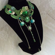 Elegant Emeral Green Necklace Work of Art by HopscotchCouture