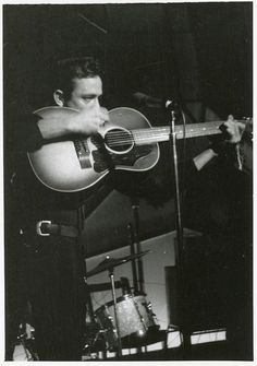""" Johnny Cash photographed by Brian Smith in Manchester, UK at the Astoria Irish Club, October "" Johnny Cash June Carter, Johnny And June, Arkansas, Classic Country Artists, Nashville, Tennessee, Musica Country, El Rock And Roll, Tours Of England"
