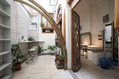 Ristrutturazione e interior design Cuculia, Libreria con Cucina. Edificio Antinori. Struttura del '400. Corte interna.