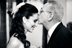 Nada como demonstrar o amor entre pai e filha no grande dia! Casamentos harmoniosos assim a gente nunca esquece! felicidades ao recém casados.