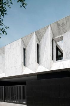 _ combined architecture and landscape design in this sleek residential design, called 'Marble House'. _Marble House by Openbox Architects _Bangkok, Thailand Architecture Résidentielle, Futuristic Architecture, Amazing Architecture, Contemporary Architecture, Contemporary Apartment, Contemporary Interior, Proportion Architecture, Contemporary Stairs, Contemporary Cottage