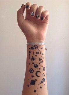 tattoo designs 2019 60 Most Beautiful And Breathtaking Small Wrist Tattoos Desig. tattoo designs 2019 60 Most Beautiful And Breathtaking Small Wrist Tattoos Desig… – Mini Tattoos, Body Art Tattoos, Tatoos, Tattoos Masculinas, Galaxy Tattoos, 5sos Tattoo, Alien Tattoo, Tatuajes Tattoos, Henne Tattoo