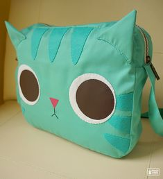 Minty Kitty shoulder bag by mochikaka Cat Crafts, Sewing Crafts, Sewing Projects, Kawaii Crafts, Clutch, Tote Purse, Diy Sac Pochette, Cat Bag, Fabric Bags