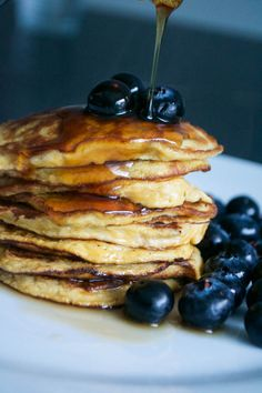 14 Delicious Things to Make With Leftover Bananas Did you know that according to Love Food Hate Waste, we Brits throw away the equivalent of a staggering million bananas every single day? Banana Egg Pancakes, Banana And Egg, Clean Recipes, Cooking Recipes, Pancake Day, Baked Banana, Banana Recipes, Nut Butter, Frozen Banana
