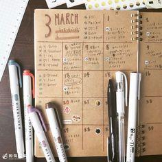 本日のプチ手帳術ノートでマンスリー手帳 自分好みの手帳ってなかなか無いなぁ なら 作っちゃえばいいんです() というわけでA5ノートに 線引いて 日付書いて はいできあがり(笑) ほんっと簡単に月間ブロック手帳作れますよ既製品にないこの味わいっ(下手なだけ(笑)) 数字をカラーペンで書いた後にボールペンで縁取りすると可愛いですよ 自作すると自分ってこういう手帳が合ってるんだというのが分かってきますそれを次の手帳選び時に参考にしてみてくださいね ノートでマンスリー手帳ぜひお試しくださいね() #手帳術 #ノート術 #手帳 #ノート #マンスリー手帳 #月間ブロック #手描き #スケジュール帳 #stationeryaddict #stationerylove #お洒落 #文房具 #文具 #stationery #和気文具