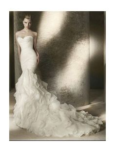 16 Amazing Mermaid Wedding Dresses, Organza Sweetheart Strapless Neckline Mermaid Wedding Dress with Lavish Cascading Ruffles Skirt
