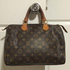 05d6708468 Authentic vintage Louis Vuitton Speedy 30 Pre owned makeup stains inside  good condition Louis Vuitton Bags Shoulder Bags