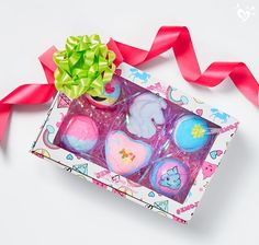 Sweet-smelling bath bombs are always perfect for gifting. Bath Booms, Diy Popsicle Stick Crafts, Justice Accessories, Spa Items, Bath Bomb Sets, Christmas Barbie, Baby Doll Accessories, Carnival Birthday Parties, Bath Girls
