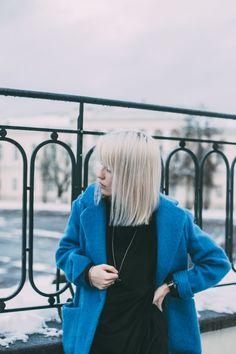 blue coat, blue mango coat, blue coat outfit, white hair, platinum hair, fringe haircut, blue coat ootd, ootd, blogger outfit, viviene westwood necklace