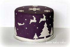 Ideas for Christmas Cake design (Cake Design Simple) Christmas Cake Designs, Christmas Cake Decorations, Christmas Cupcakes, Holiday Cakes, Christmas Desserts, Christmas Treats, Xmas Cakes, Reindeer Christmas, Christmas Tablescapes