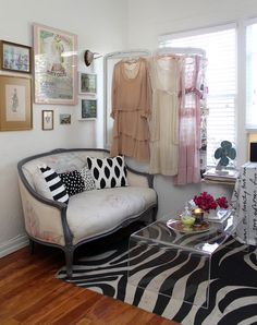 I really like the feel of this. Not sure if I could work this in with one man and two male dogs living in our house ... But I suppose I can dream for our next place with a spare room. While I love my dear's expansive wardrobe, sometimes I wish I could have my own dressing room ... Feminine touches and all.
