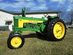 1958 John Deere 530 with factory wide-front and deluxe fenders