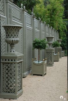 Garden Screening Ideas - Screening can be both attractive as well as practical. From a well-placed plant to upkeep cost-free fencing, below are some innovative garden screening ideas. Outdoor Rooms, Outdoor Walls, Outdoor Gardens, Outdoor Living, Grey Gardens, Outdoor Decor, Backyard Fences, Garden Fencing, Backyard Landscaping