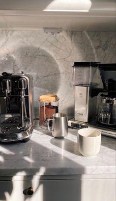 Kitchen Set Up, Home Decor Kitchen, Kitchen Interior, Tea Snacks, Aesthetic Coffee, Coffee Corner, Coffee Shop, Coffee Maker, Home Room Design