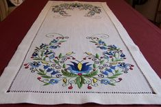 Linen table runner with Kashubian embroidery by Kashubian Art Gallery