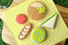 Pinic, sandwich, bread loaf, tomato! 5月中旬頃から、生徒様募集を再開しようと思います!まだスケジュールは出してないのですが、早めにご連絡頂ければ調整可能です♪ #アイシングクッキー#icingcookie#クッキー #cookies #royalicing#sugardecoration#아이싱쿠키#曲奇#糖霜曲奇#Plätzchen#biscuit#handmade #手作りお菓子#picnic #ピクニック