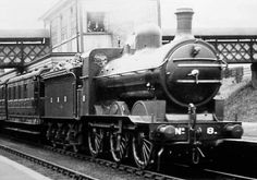 J1 GNR No. 8 at Oakleigh Park (M.Peirson) In 1908, Ivatt introduced these 0-6-0 locomotives to operate the fast goods trains that the Great Northern Railway (GNR) was introduced at that time