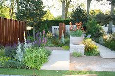 The Daily Telegraph #Garden RHS Chelsea Flower Show 2010.  One of my two favorite gardens.