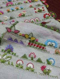 This Pin was discovered by sib Needle Tatting, Needle Lace, Needle And Thread, Embroidery Needles, Hand Embroidery, Machine Embroidery, Saree Tassels, Point Lace, Tatting Patterns